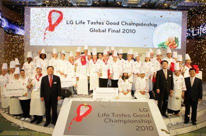 Participating chefs and LG executives posing for a group photo on the stage of the LG Life Tastes Good Championship 2010