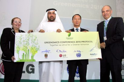 Kim Ki-wan, CEO and president of LG Electronics Middle East and Africa, and other representatives from the UAE Ministry of Environment and Water (MoEW) and the United Nations Industrial Development Organization (UNIDO) participate in the Greenomic conference at Greenomics 2010