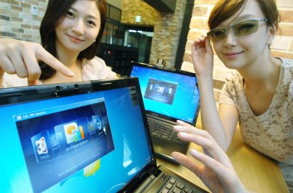 A female model points at the screen of LG's 3D NOTEBOOK while another female model wears 3D glasses.