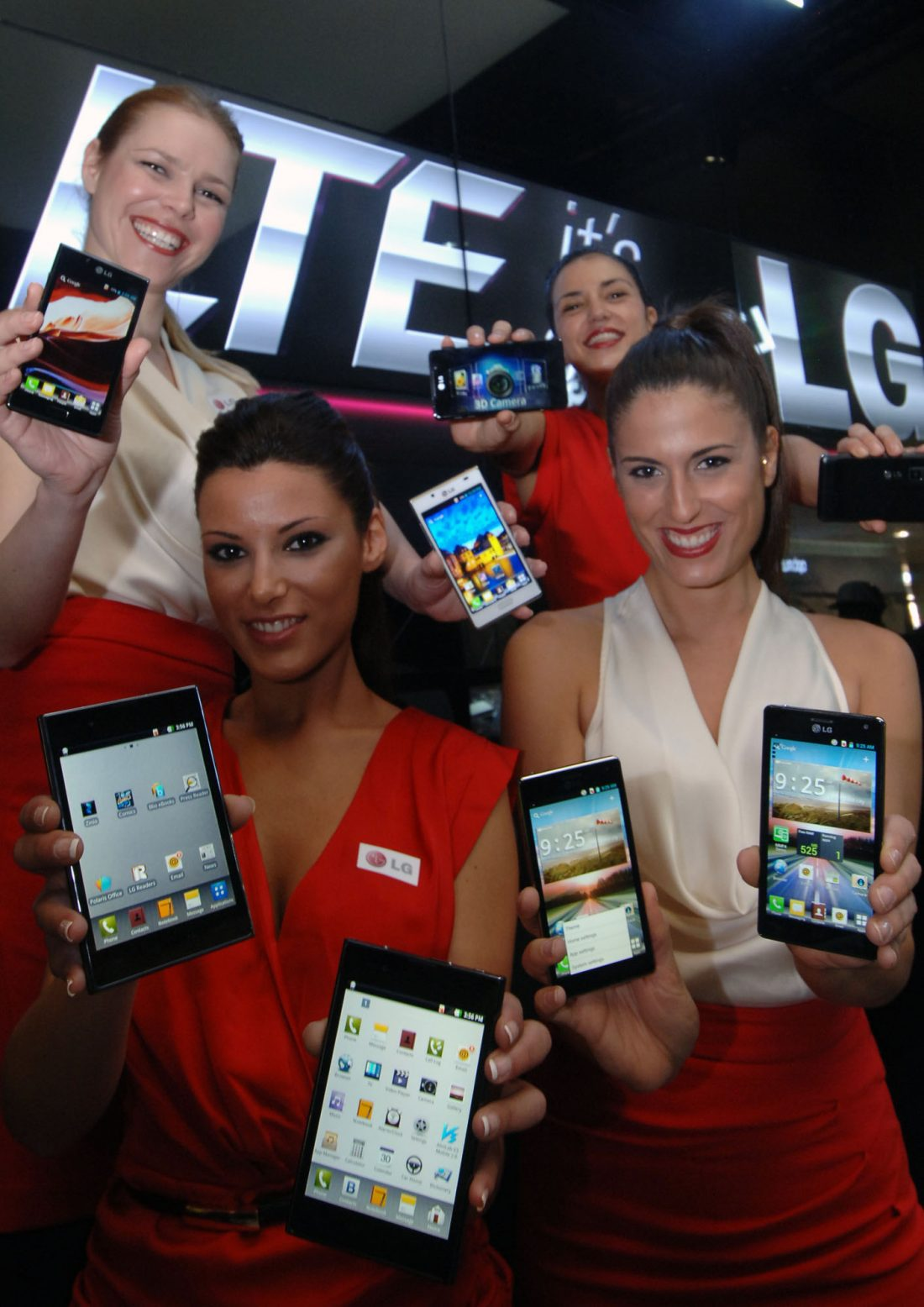 Four models hold eight LG LTE smartphones at MWC 2012.