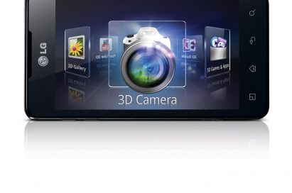 Close-up image of the LG OPTIMUS 3D MAX with information on the screen about the 3D camera