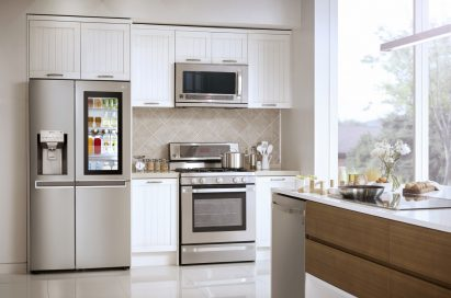 Kitchen with LG InstaView Door-in-Door™ refrigerator on the left. The refrigerator showing its inside through the InstaView becoming transparent.