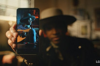 An image from the video clip shows Emmett Skyy holding LG V30 out towards the screen