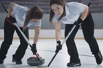 Lead Kim Yeong-mi and second Kim Seon-yeong are sweeping the curling stone.