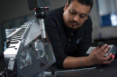 ZKW employee operates a machine.