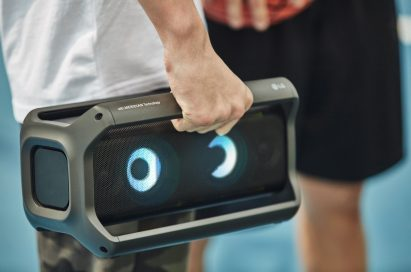 A man effortlessly holding LG XBOOM Go in one hand
