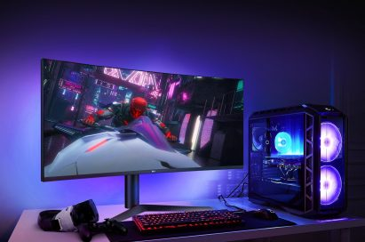 38GL950G Sphere Lighting 2.0 back lights illuminate blue, even altering color according to the on-screen action