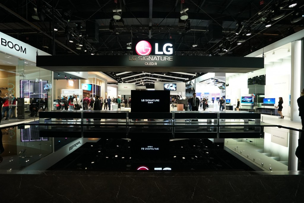 The front of the LG SIGNATURE OLED Zone with ten LG SIGNATURE Rollable TVs displayed, one in full view mode and the others concealed in their boxes