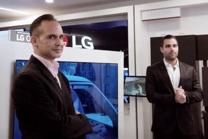 Luis Gálvez of LG and Arian Abadi, a popular Panamanian actor and musician, introducing LG's new GX and CX OLED TVs