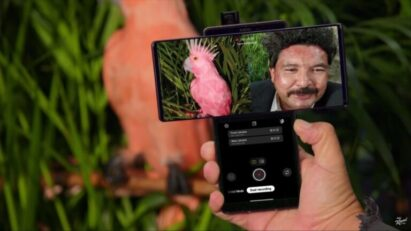 Guillermo of famous American talk show Jimmy Kimmel Live! uses LG WING's Dual Recording feature during a comedy sketch